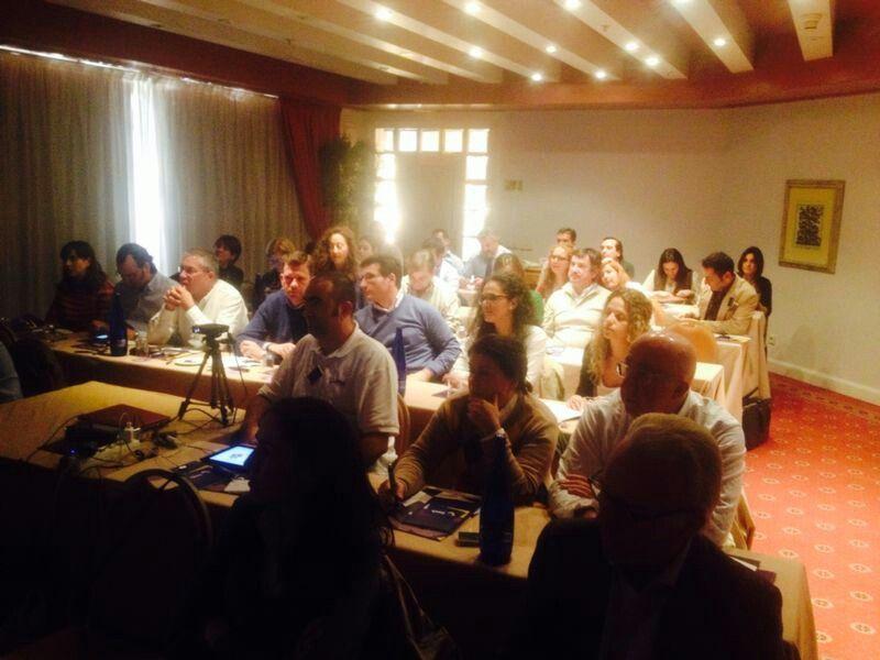 Sala del taller en #sevilla llena de buena gente dispuesta a aprender y reinventar! gracias #imhfarma