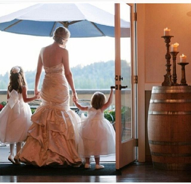 Cute flower girls and bride pictures