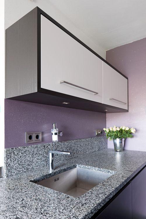 VRI interieur design keuken modern zwart met houten laden | Keuken ...