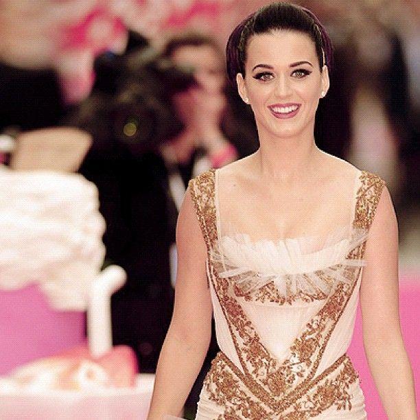 """Katy Perry admite que jamás escribiría un álbum como """"21"""" de Adele - impre.com"""