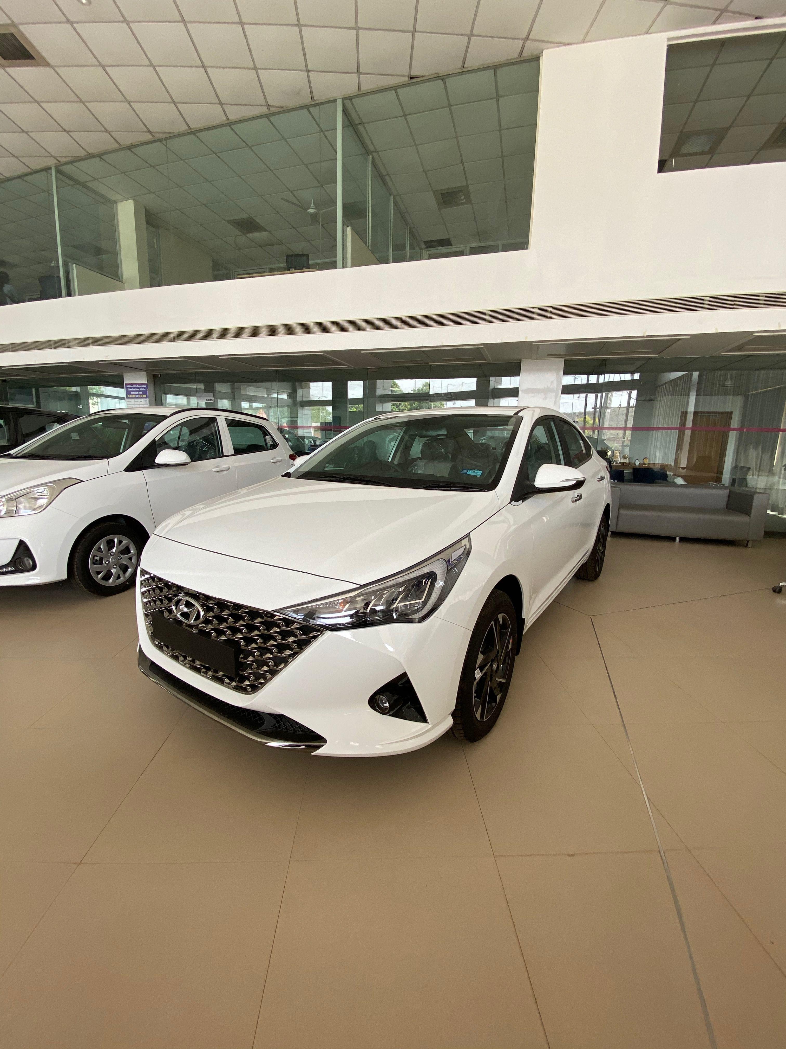 Hyundai Verna Sx O 2020 16 Lakh Real Life Review In 2020 Hyundai Hyundai Accent Subcompact