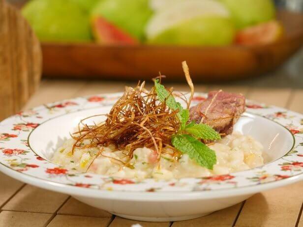 de cebola brunoise 100 ml de vinho branco seco 100 g arroz arbóreo 30 g parmesão ralado