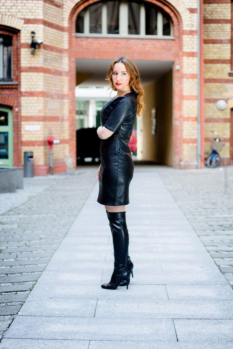 lederkleid mit overknee stiefeln herbstlicher fashionlook berlin. Black Bedroom Furniture Sets. Home Design Ideas