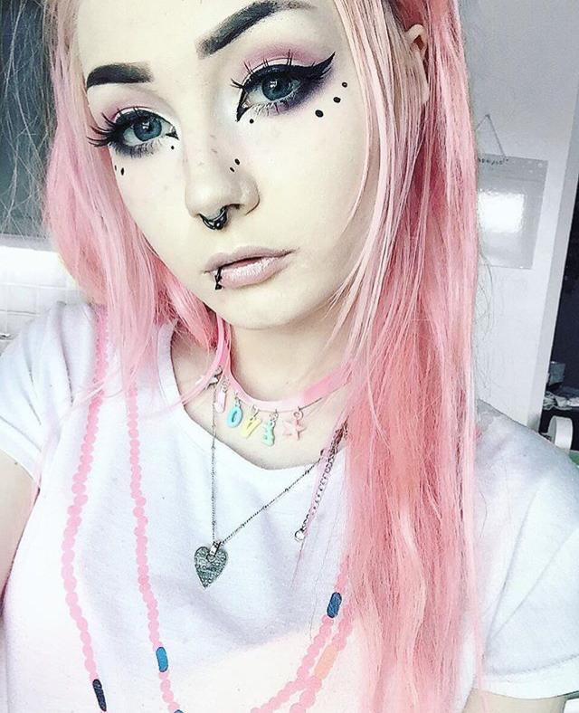 Pinterest royaltraship ⚡ Pastel goth makeup, Goth