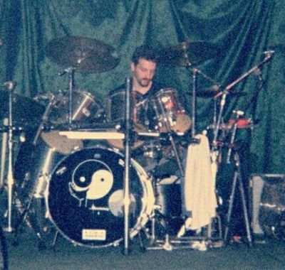 CAROLINE BLUE NEWS Pic-3/10/2002 *Dave Victory*