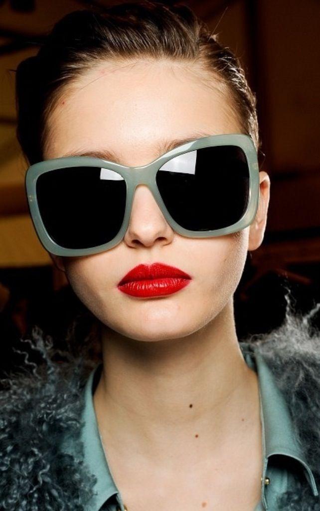 Sunnies   Debora Mattos   Pinterest   Óculos, Usando óculos e Óculos ... 404e940c46