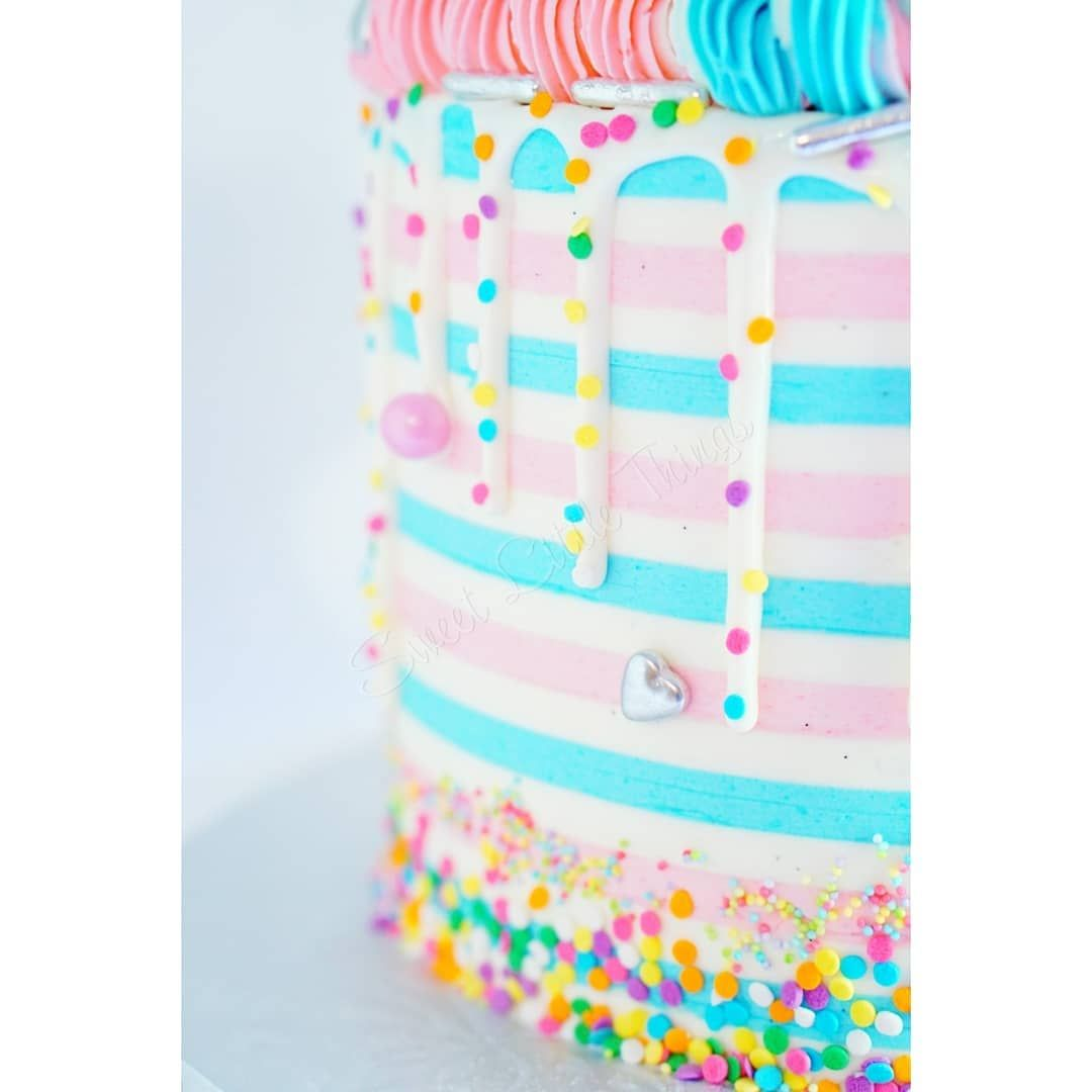 A stripey cake for two baby boys and one baby girl! Full creative freedom Yes, please! This cake is my entry for the 2nd Striped Cake Collab hosted by the wonderful kes ! Be sure to check out the hashtag for more amazing stripey cakes!