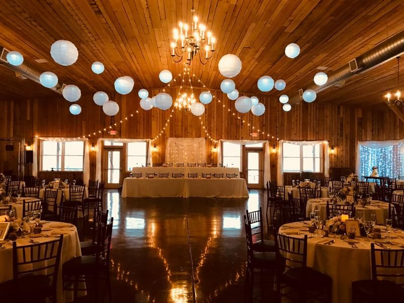 Abbey Farms In Aurora Illinois Rustic Wedding Seating Rustic