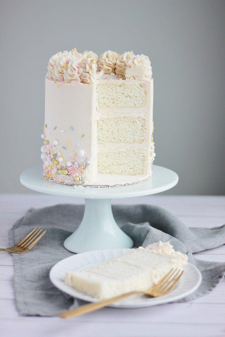 White Cake With Vanilla Bean Buttercream Recept Taart Ideeen Verjaardag Taarten Taart