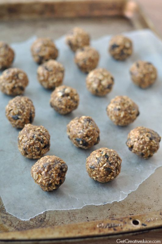 Recipe and tutorial for healthy, no bake, oatmeal raisin energy bites. These power bites are full of whole grain oats, flax seed, with a touch of sweetness!