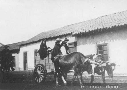 1906, hombres y mujeres llegando al campo en carreta