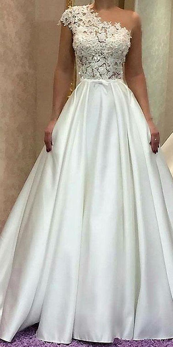 Elegantes Tüll & Satin Juwel Ausschnitt A-Linie Brautkleid mit Spitzenapplikationen &amp…