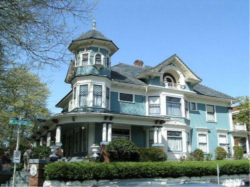Huge Light Blue Victorian Home Mit Bildern Fachwerkhaus Plane