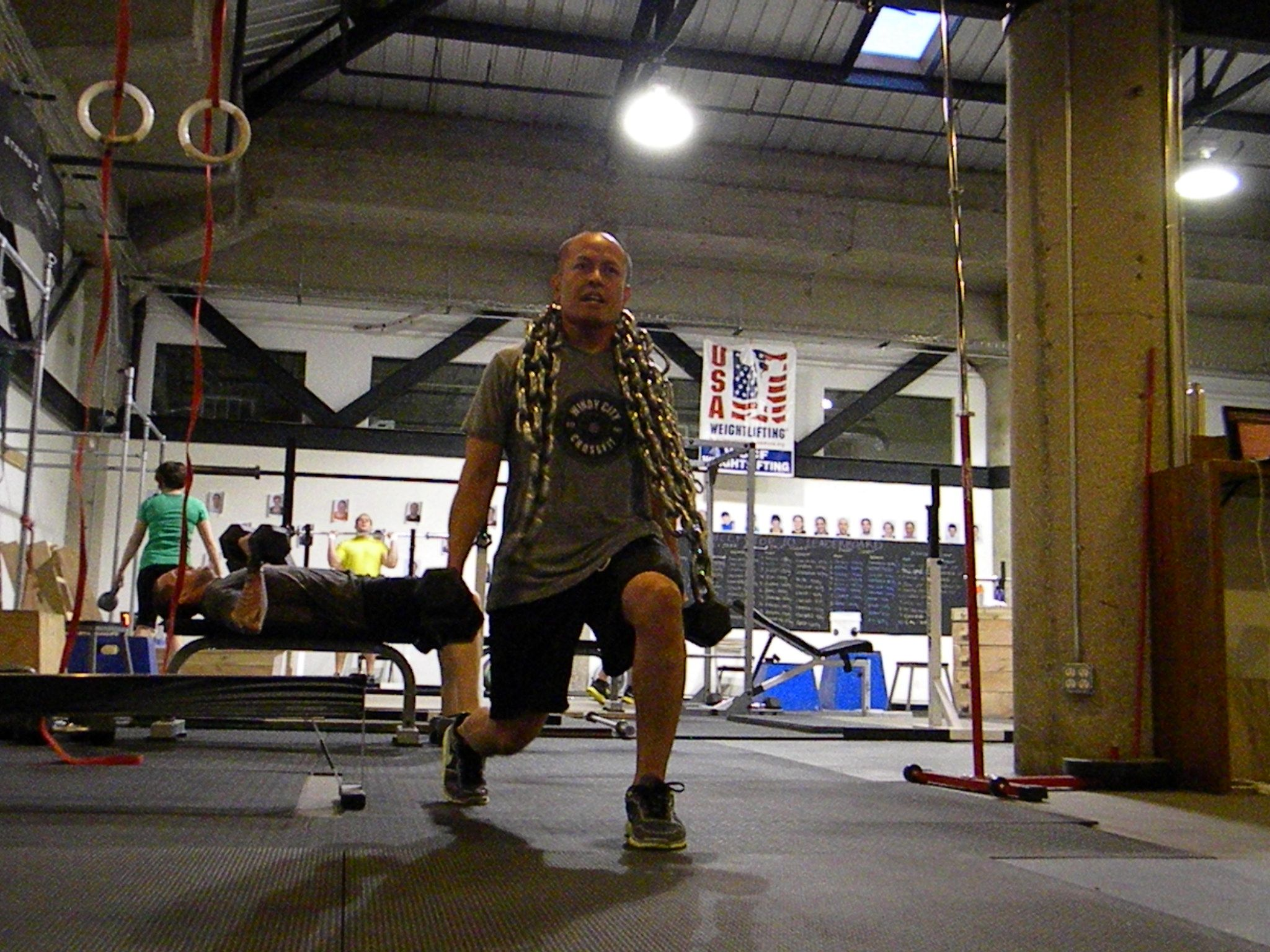 lunge with chains