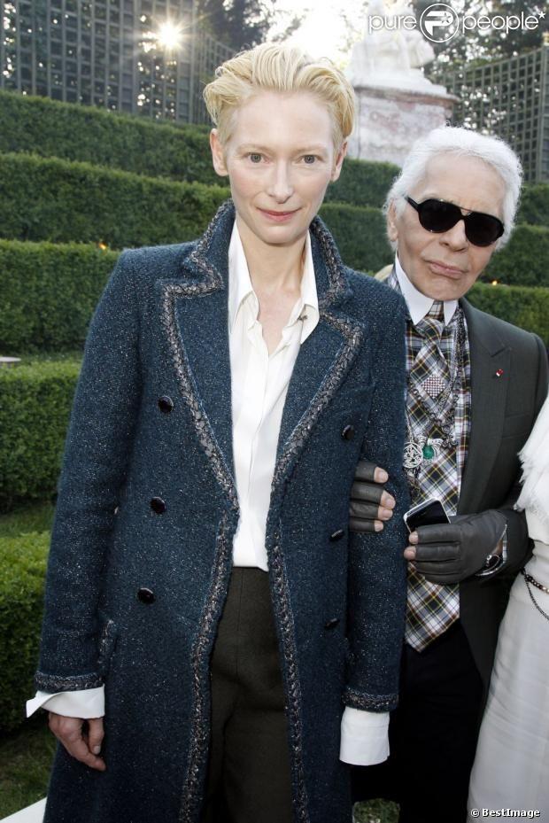 Tilda Swinton et Karl Lagerfeld lors du défilé Paris-Versailles en 2012