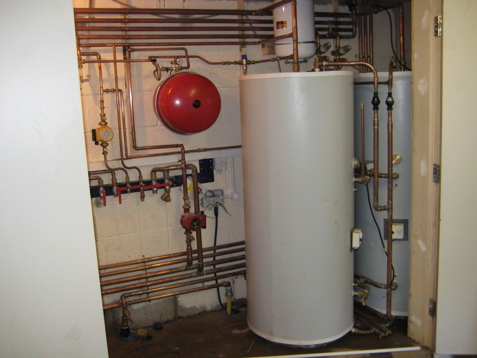 A Quick Guide For Buyers Of Hot Water Systems Nlk Plumbing Water Heating Systems Solar Water Heating Water Systems