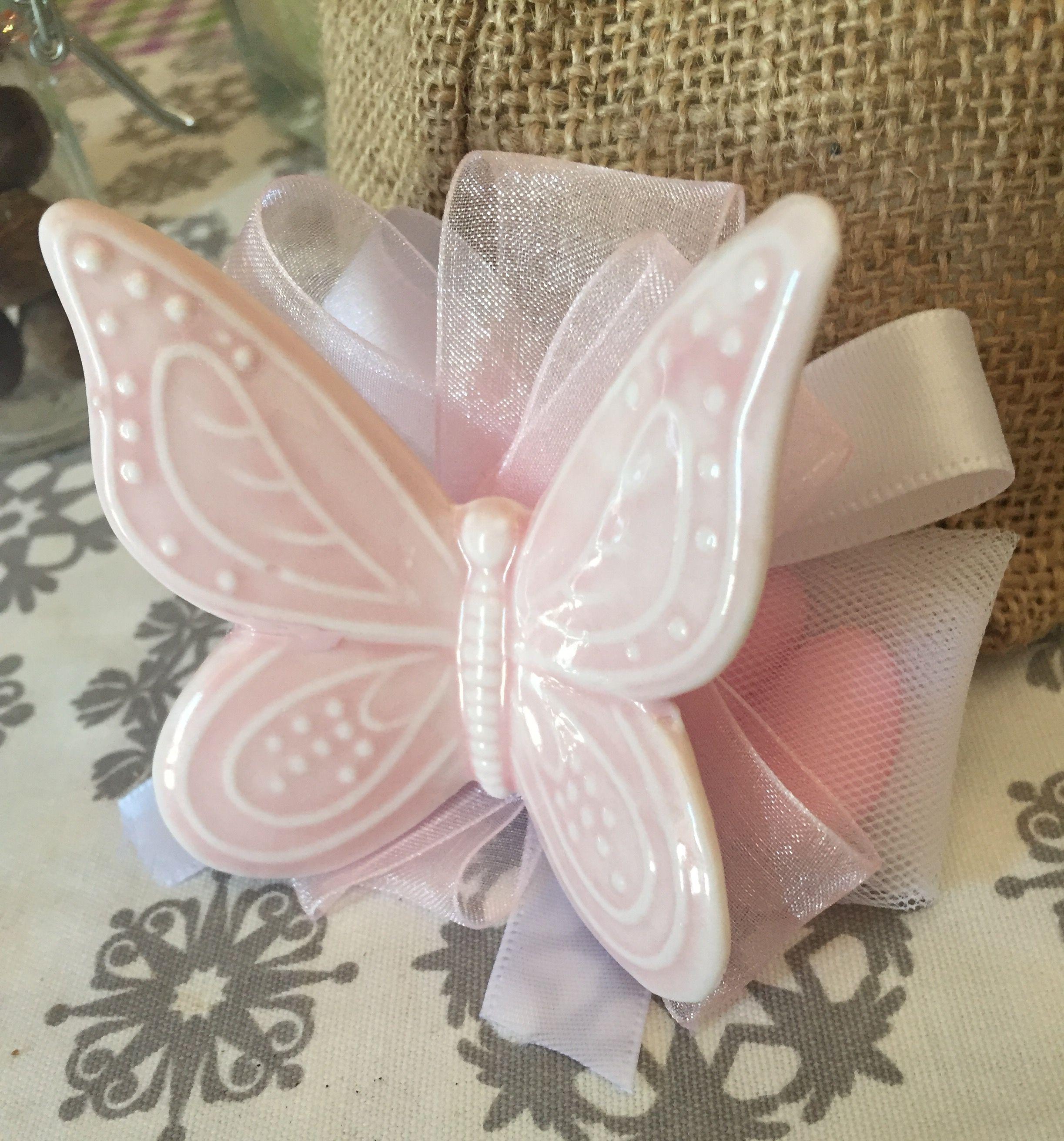 Bomboniere Matrimonio Con Farfalle.Bomboniera Battesimo Bimba Con Farfalla In Ceramica E Organza
