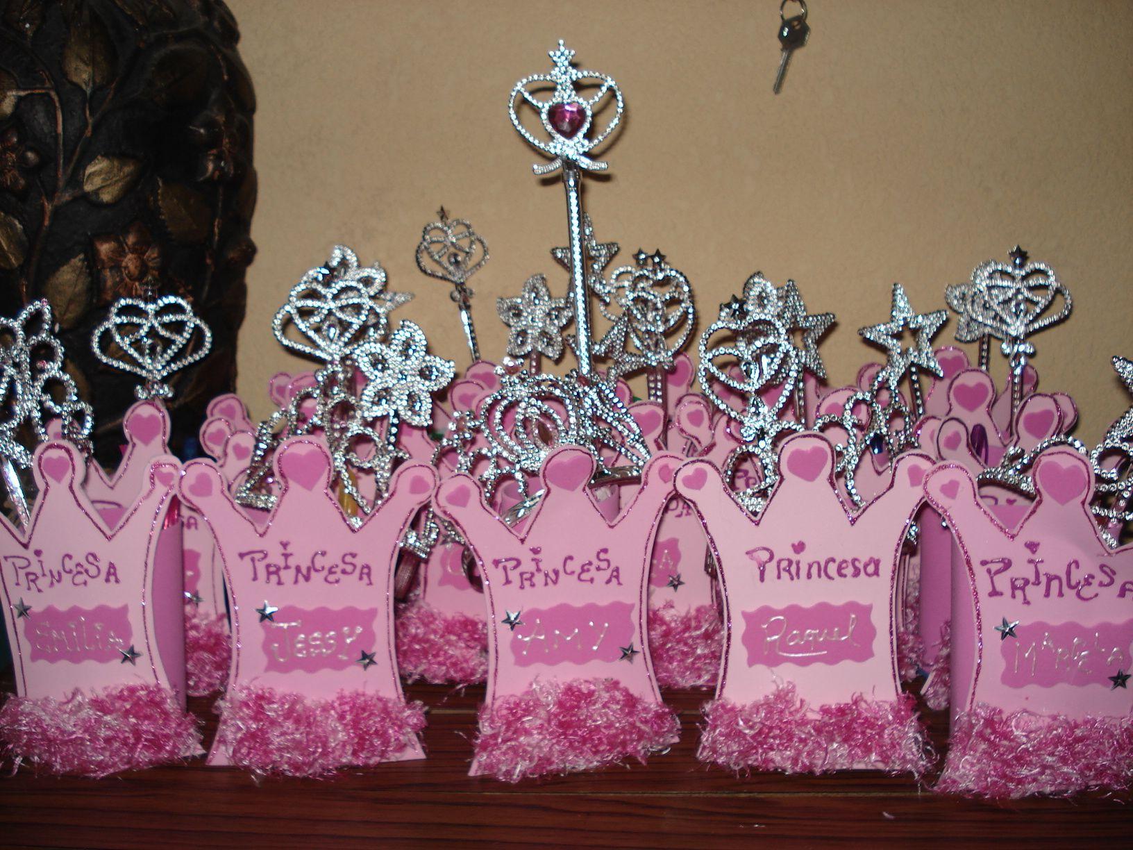 Fiesta de princesas sorpresa corona fiestaideas - Fiestas de cumpleanos de princesas ...