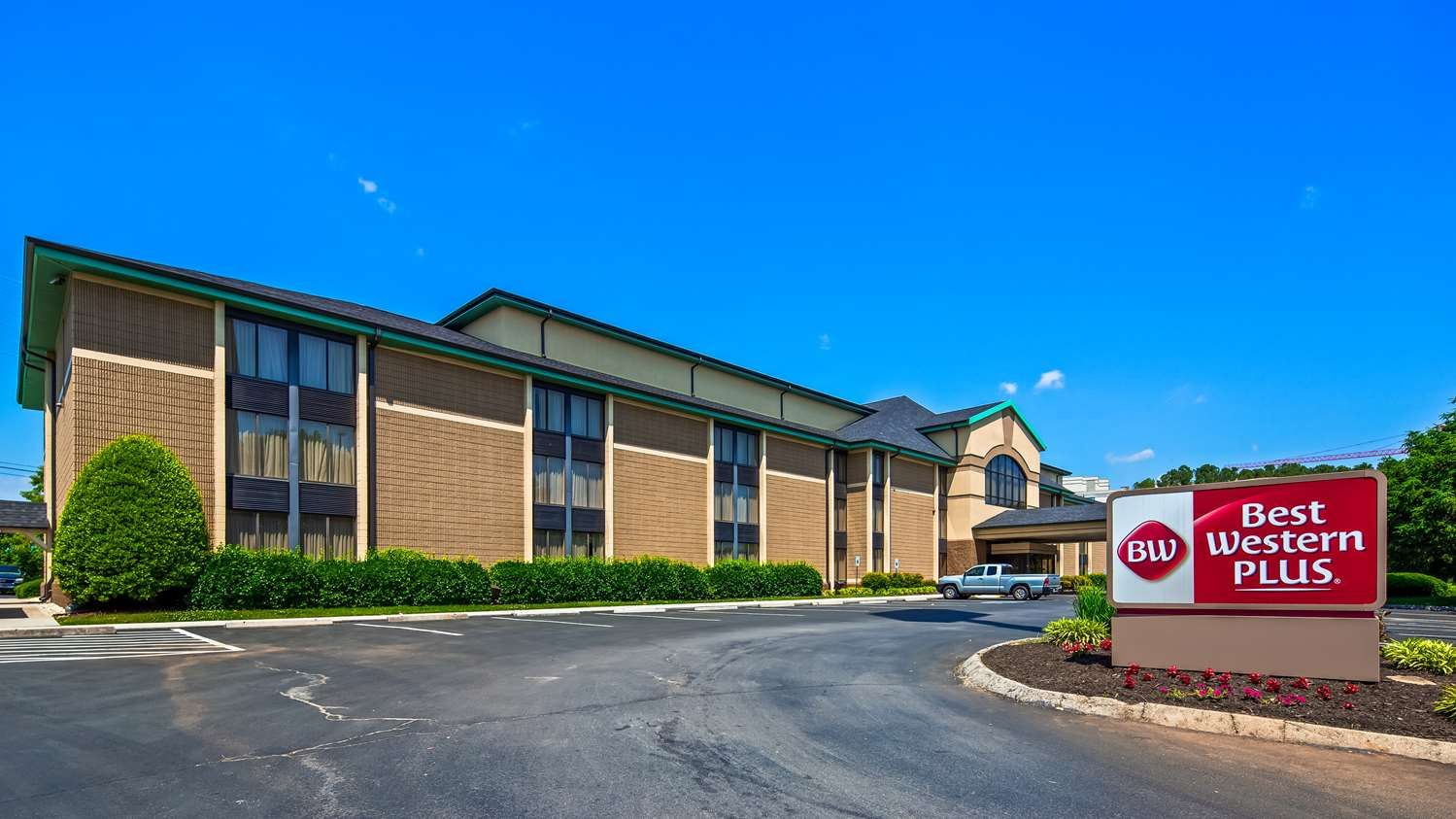 Welcome To Best Western Plus Cedar Bluff Inn Is Located Near I 75 And I 40 East Just Ten Minutes From Downtown Kn Best Western Best Hotel Deals Best Hotels