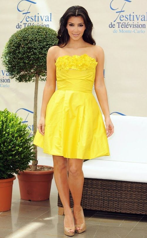 Kim kardashian yellow dress jeep