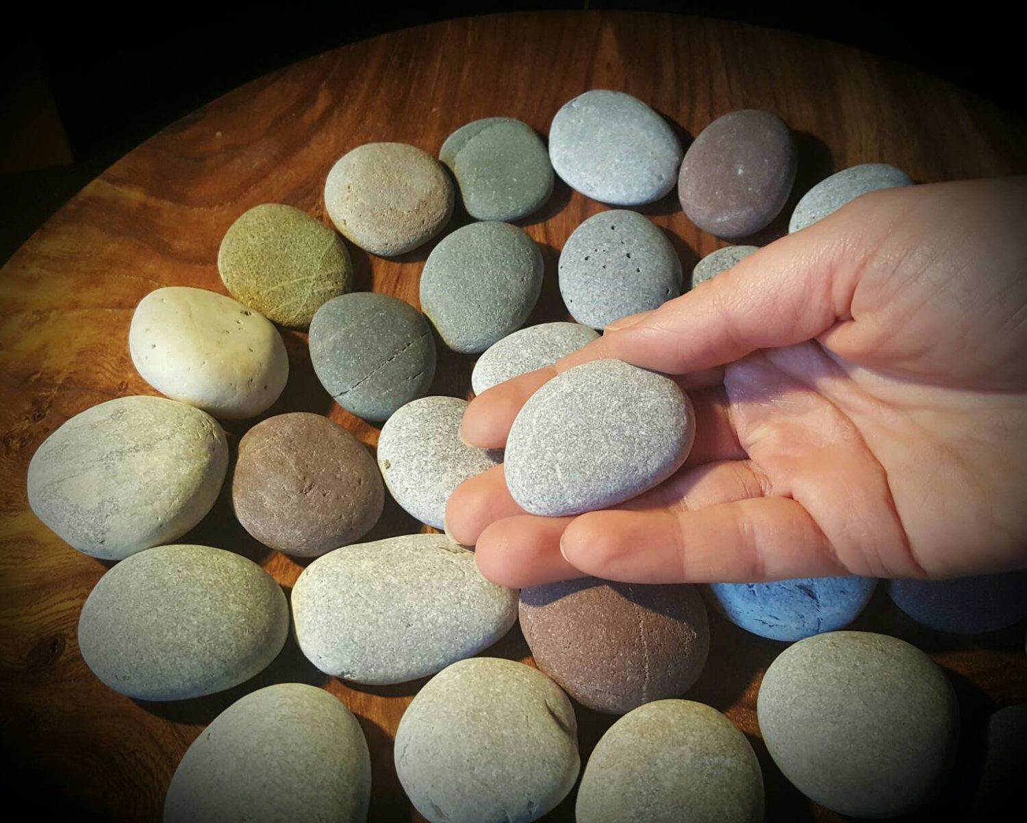 Flat pebbles for crafts - 35 Flat Stones To Write On Signing Stones For Wedding Rocks For Guest Book Wishing Stones Flat Rocks Wedding Favours