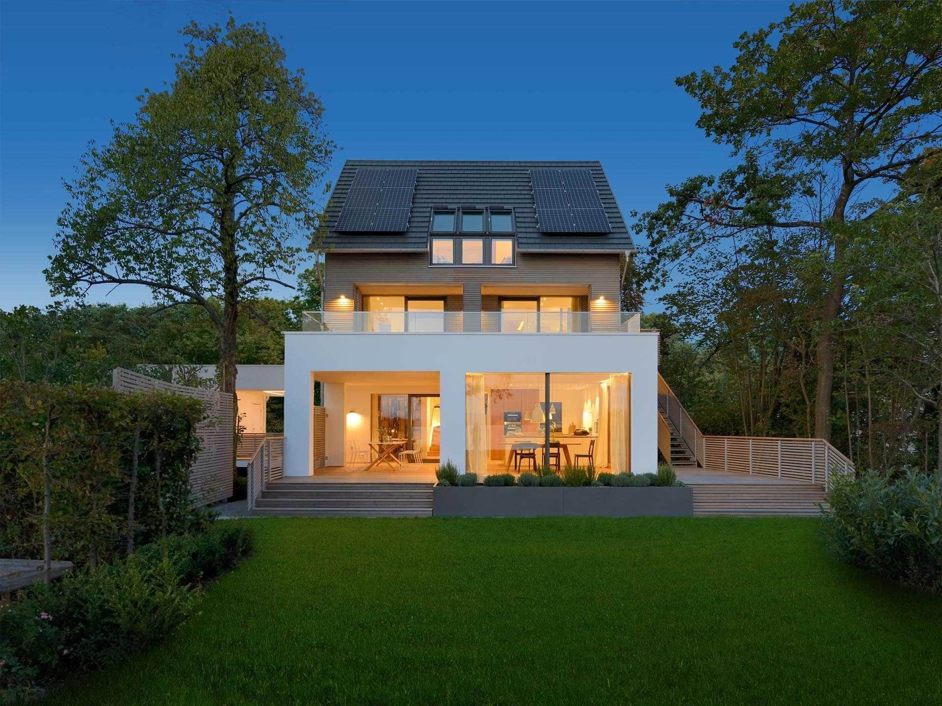 Baufritz Musterhaus Haus am See Aussenansicht abends   Haus Pläne ...