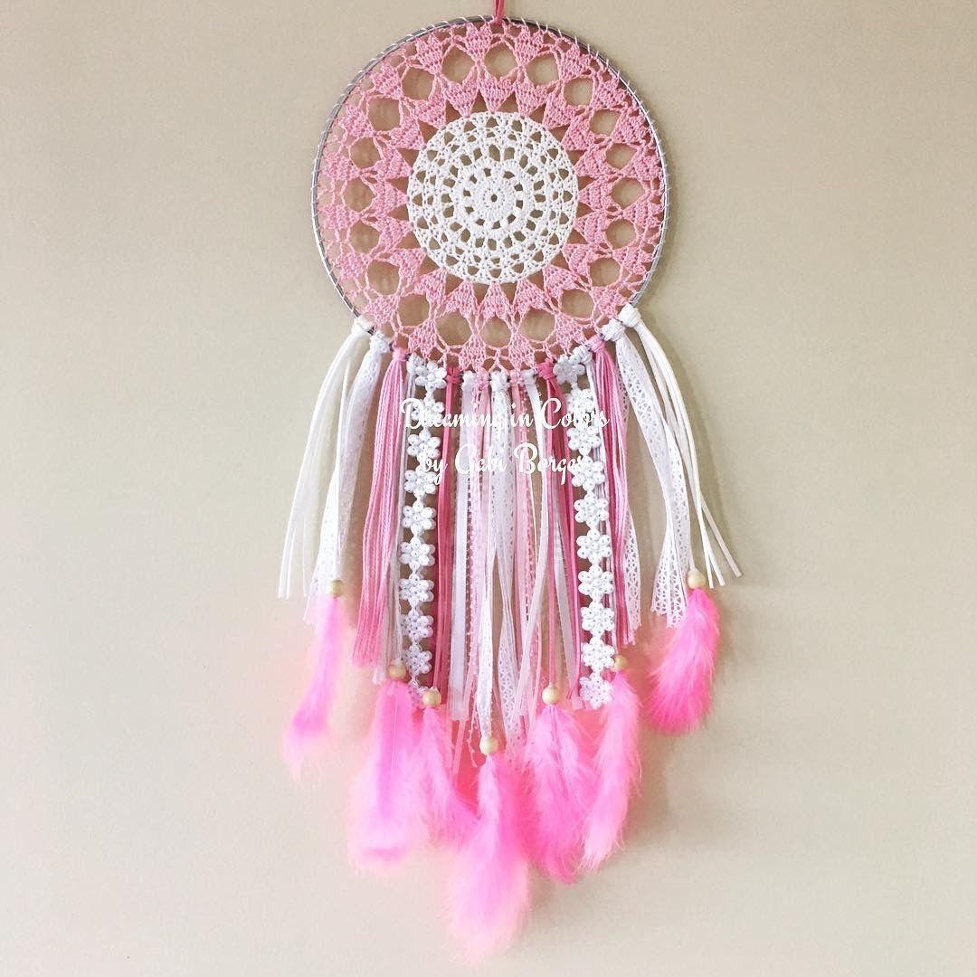 20in love dreamcatcher. Sooooo cute!! Filtro de sonhos amor de 50cm. Tão lindo!! #Dreamingincolors #dreamcatcher #filtrodesonhos #crochet #crochê #feathers #penas #colorful #colorido #art #arte #handmade #feitoamao #beautiful #lindo #walhanging #white #branco #rosa #pink #delicate #delicado #artesanato #craft #stjohns #newfoundland #stjohnsnl #yyt #canada