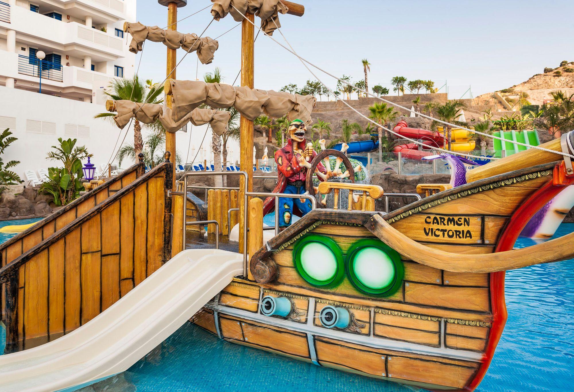 Water Slides For Our Little Ones At Globales Los Patos Park Toboganes Para Los Más Peques En Nuestro Hotel Globales Los Patos Par Parque Acuatico Hotel Hoteles
