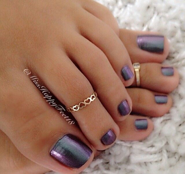 nice color. nails foot pedicure