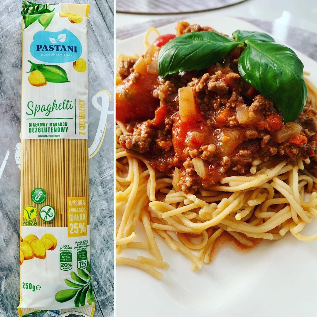 Pyszne spaghetti z ciecierzycy mięso wołowe pomidory cebulka i dużo czosnku. Makaron wymiata  #fatloss #weightloss #diet #dieta #odchudzanie #odchudzamsie #healthyfood #healthylifestyle #healthydinner #zdrowejedzenie #zdrowyobiad #foodphotography #dailyfood #instapic #fit #fitprzepisy #followforfollowback #healthyfood #foodie #healthy #food #foodporn #healthyeating #instafood #fitness #keto #instagood #love #fitnessmotivation #foodphotography #foodstagram #eatclean #beratbadan #healthylifestyle