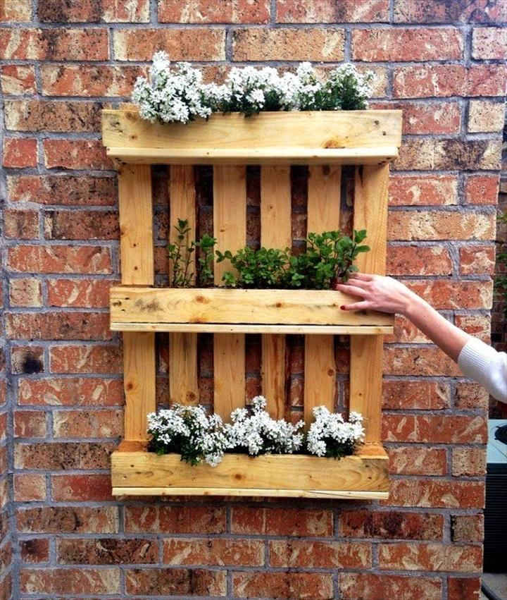 Diy Flower Gardening Ideas And Planter Projects: Pallet Wall Hanging Herb Or Flower Planter