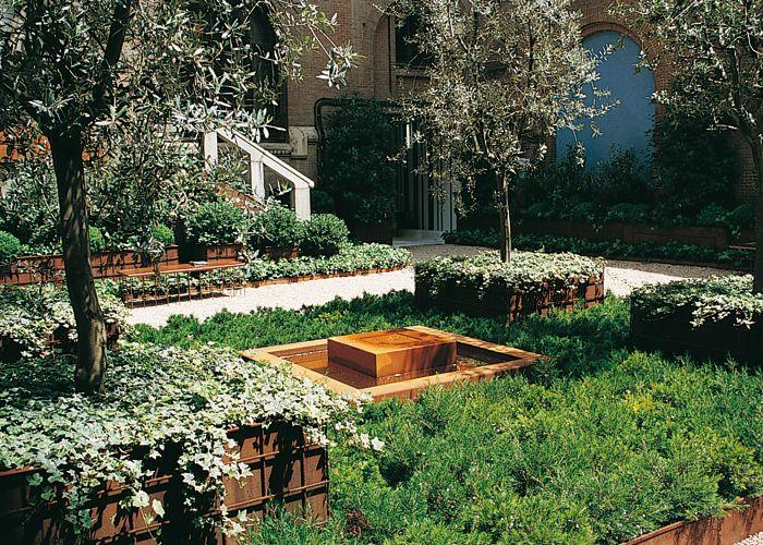 Jardines peque os un jard n geom trico arropado por for Jardin geometrico