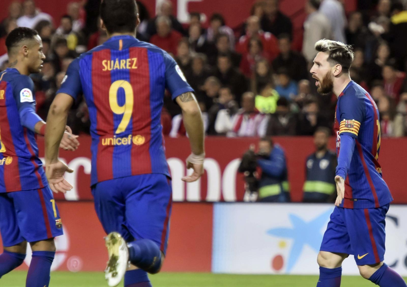 El Món   Messi torna a fer màgia a Sevilla (1-2), 06/11/2016