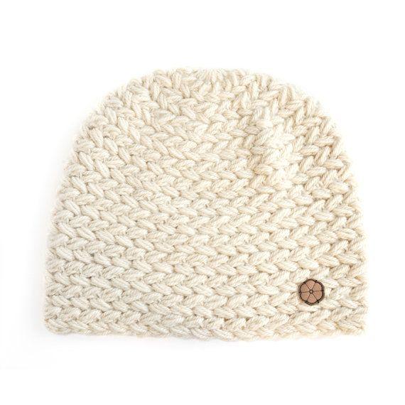 Bonnet blanc grosse maille 100% alpaga dessiné en France et fabriqué en Bolivie par Ulalatika