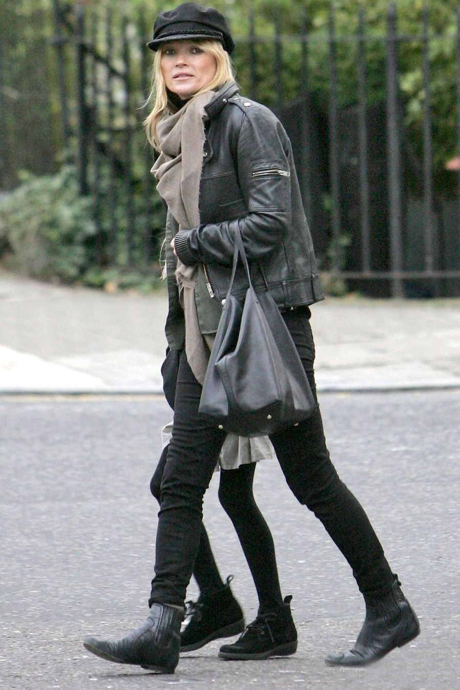 640a67e74bd la modella mafia Kate Moss model off duty street style in a leather ...