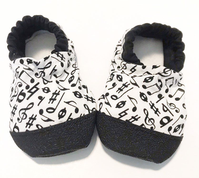 7ab0770718aa9 Music baby shoes monochrome baby moccasin musical baby gift gender ...