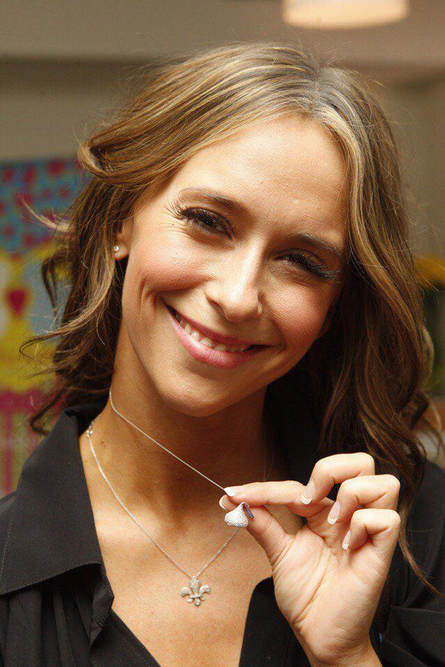 Jennifer love hewitt showing off her hershey kiss necklace hersheys kiss pendant flat back necklace white gold mozeypictures Choice Image