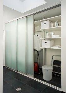 Die Hauswirtschaft Mit Schiebetur Schranksystem Planen Mit Bildern Waschkuchendesign Hauswirtschaftsraum Einbauschrank