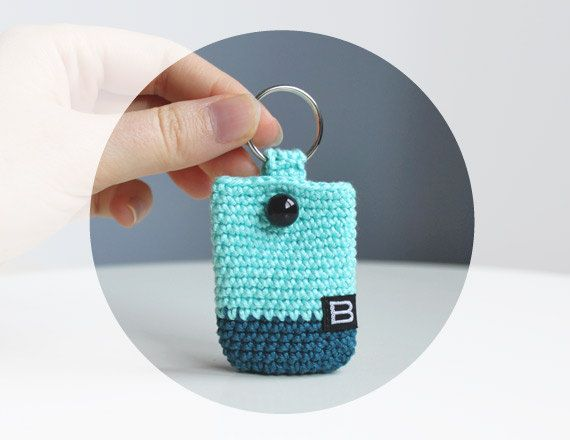 Crochet Purse Keychain Pattern : Crochet keychain coin holder // mini coin purse - crochet ...