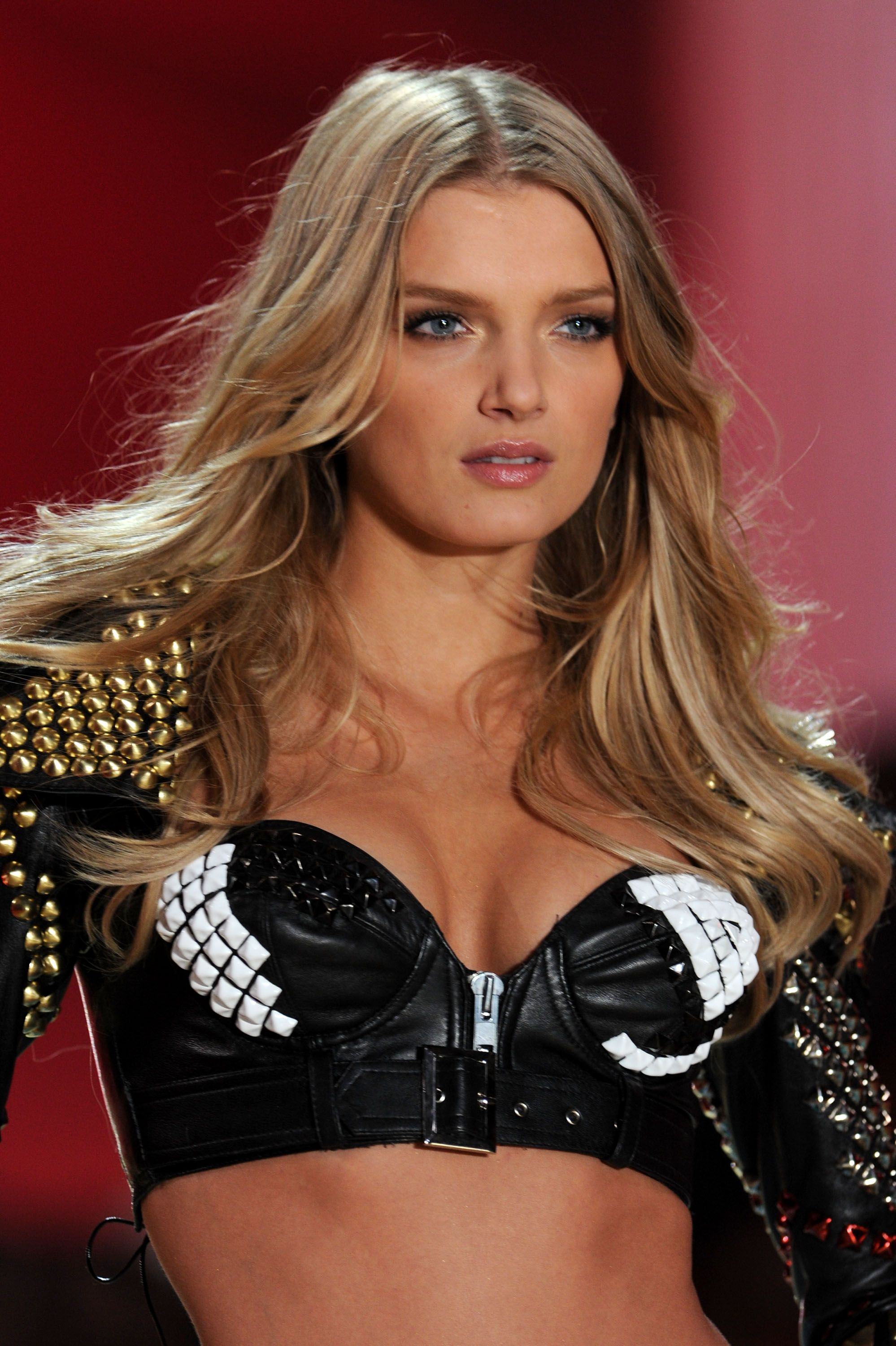 lily donaldson weight and height