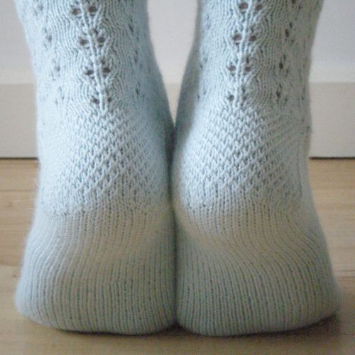 Love the heel on these socks. Free pattern on Ravelry..