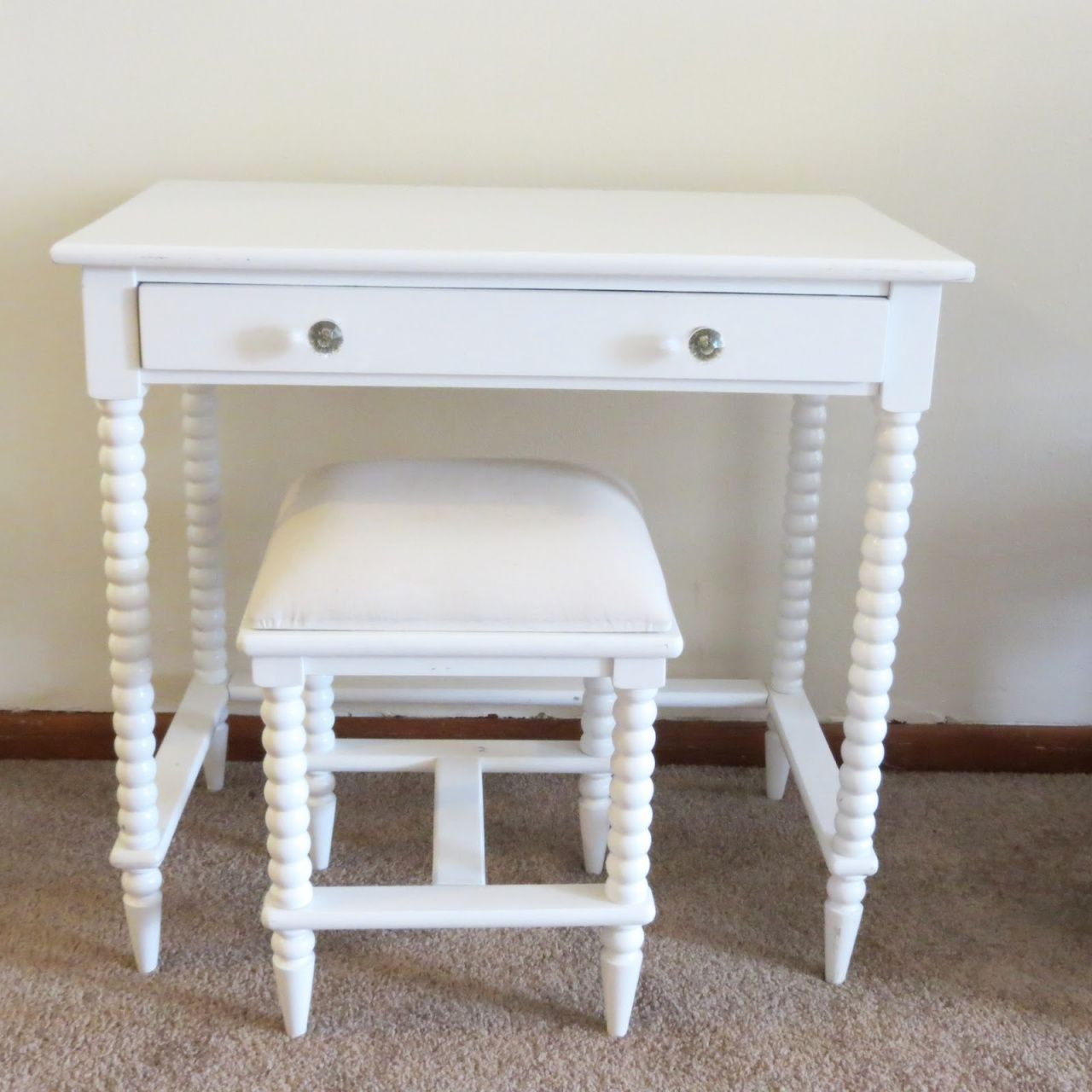 Vanity Table Without Mirror Luxury Home Office Furniture Check More At Http Www Nikkitsfun Com V Small Vanity Table Bedroom Vanity Table White Vanity Table