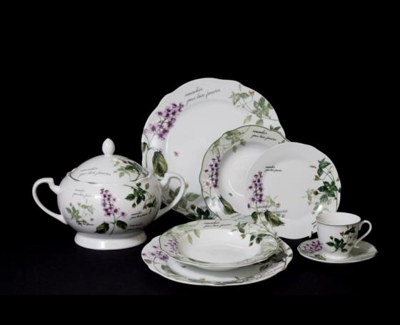 Vajilla de porcelana decorada con motivos florales ideal for Vajillas porcelana clasicas