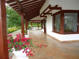 Pisos Para Casas Campestres Buscar Con Google Casas De Campo Casas De Un Piso Fachadas Casas De Campo