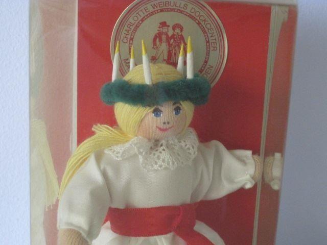 En liten Charlotte Weibull docka som lucia, orörd i kartong på