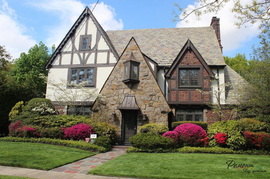 Lovely German Style Home In Original Design With Unique Windows And Colorful Plants Decoration Nice Tudor Style Homes English Cottage Style Cottage Style Homes