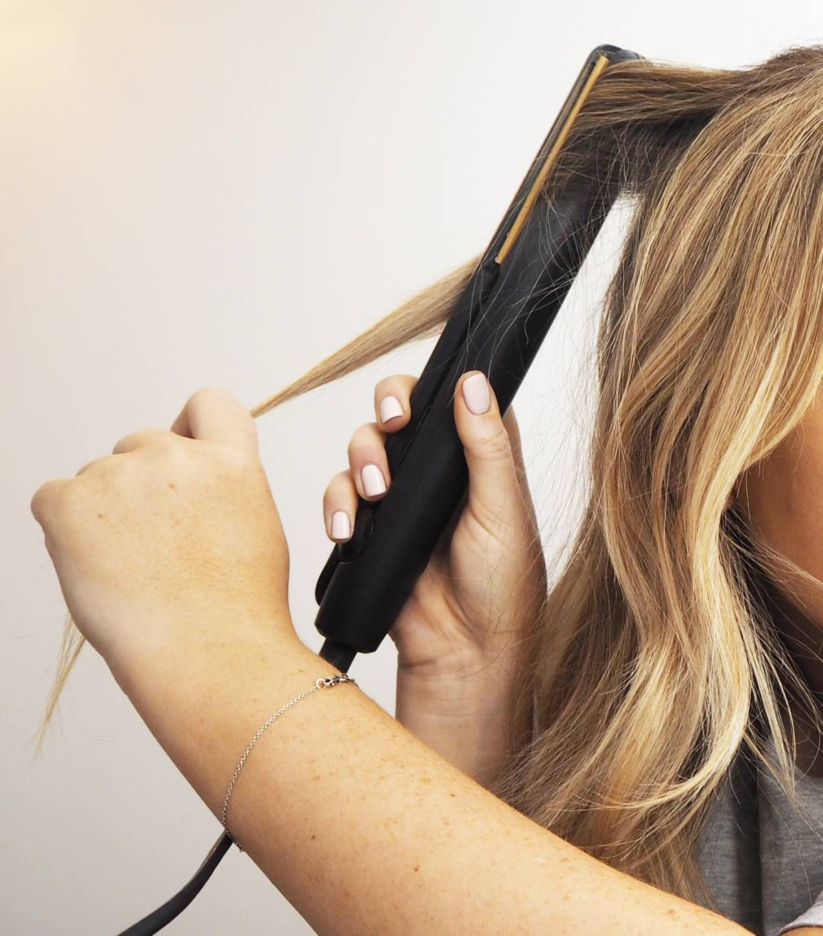 3 Easy Steps To Curling Your Hair With A Straightener Curl Hair With Straightener Beachy Waves Long Hair Long Hair Waves