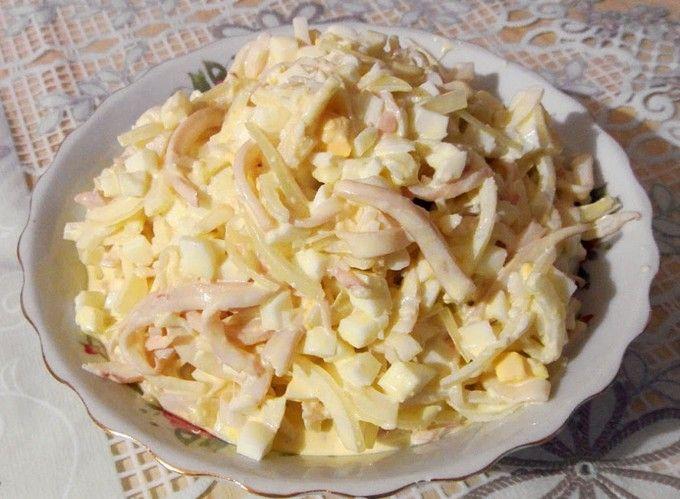 Салат с кальмарами и грибами и сыром рецепты