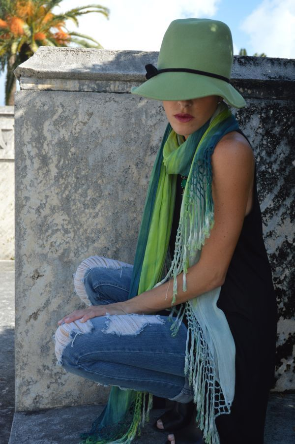 Fashion blogger of ElectricBlogarella.com wears Gypsy05 Superbowl Team Scarf with a vinatge hat and distressed jeans