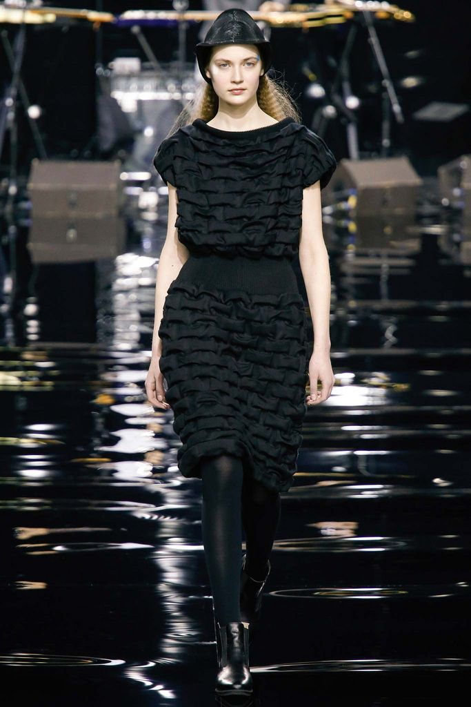 Issey Miyake Fall 2015 Ready-to-Wear - Collection - Gallery - Style.com
